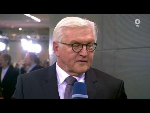 Bundespräsident Frank-Walter Steinmeier im Gespräch mit Tina Hassel