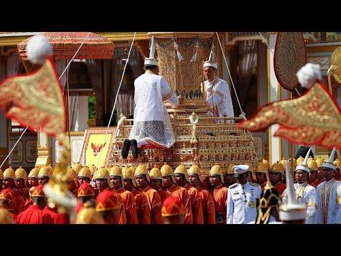 200.000 Menschen nehmen Abschied von König Bhumibol